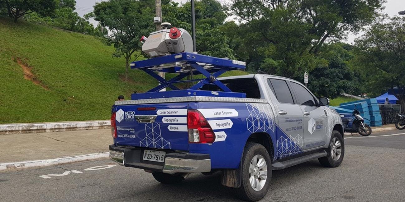 Sistema de mapeamento móvel RIEGL VMX 450 embarcado em um veículo